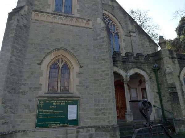 The main entrance to Malvern Link URC